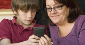 Child and psrent looking at a phone